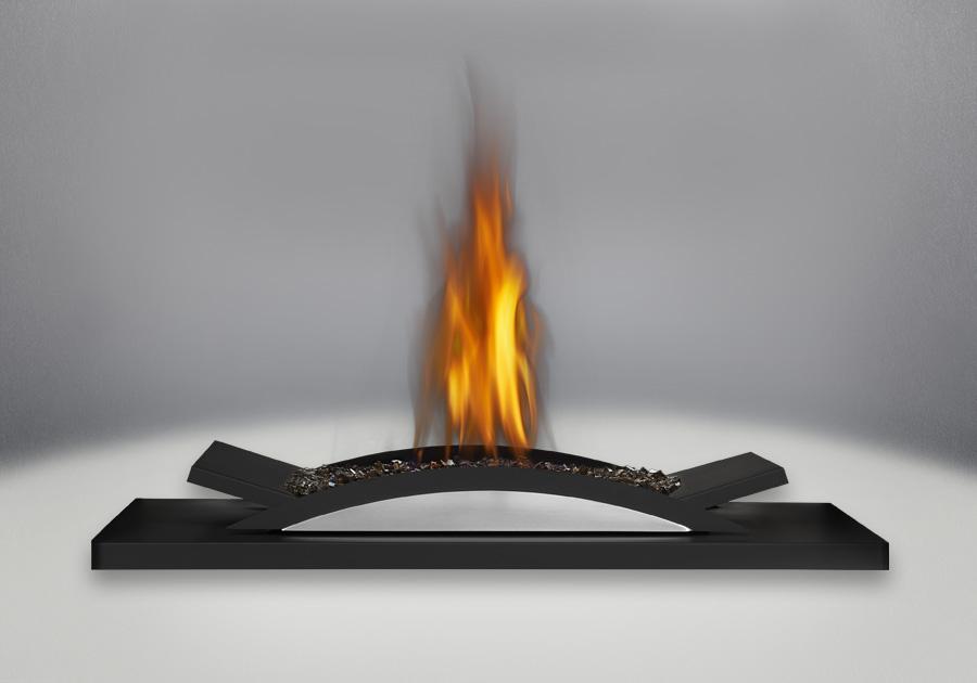 L'ensemble de brûleur avec plateau décoratif arqué comprend un lit de braises CRYSTALINE<sup>MD</sup> topaze