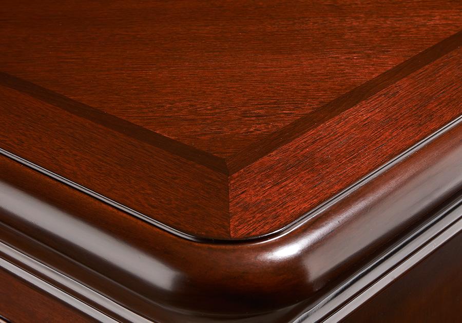Appliqué décoratif avec bordure supérieure en pointe de diamant