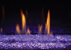 Billes de verre transparentes avec lumières DEL réglées sur violet