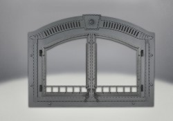 Façade et portes arquées, grille supérieure et clé ornementale en fini fer forgé