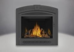 Bûches PHAZER<sup>®</sup>, panneaux réflecteurs radiants en porcelaine MIRO-FLAMME<sup>MD</sup>, façade ornementale avec porte