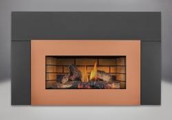 Bûches PHAZER<sup>®</sup>, panneaux décoratifs simili-briques en fini pierre de sable, contour de luxe offert en 9 po, façade en fini cuivre brossé, écran de protection plat