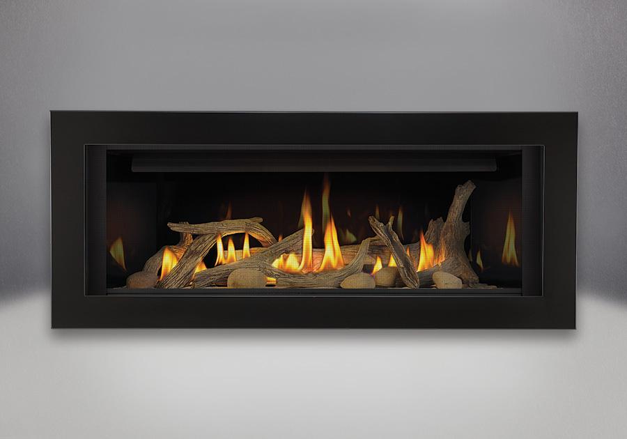Ensemble de bûches de bois flotté, panneaux réflecteurs radiants en porcelaine MIRO-FLAMME<sup>MD</sup>, contour de luxe à 4 côtés - peint noir lustré