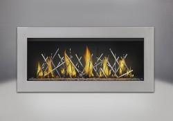 Contour en acier inoxydable, billes de verre transparentes, bâtonnets décoratifs plaqués nickel et panneaux réflecteurs radiants en porcelaine MIRO-FLAMME<sup>MD</sup>