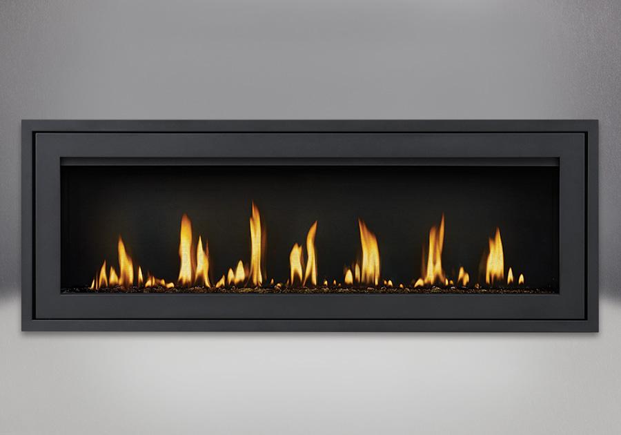 Moulure de finition (autour d'un cadre affleurant) avec revêtement en poudre noir, billes de verre noir et panneaux réflecteurs radiants en porcelaine MIRO-FLAMME<sup>MD</sup>