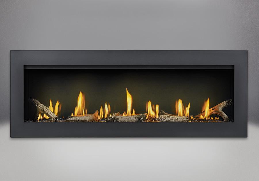 Contour avec revêtement en poudre noir, ensemble Beach Fire et panneaux réflecteurs radiants en porcelaine MIRO-FLAMME<sup>MD</sup>