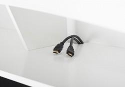 Compartiment pour appareils électroniques avec système de gestion de câbles
