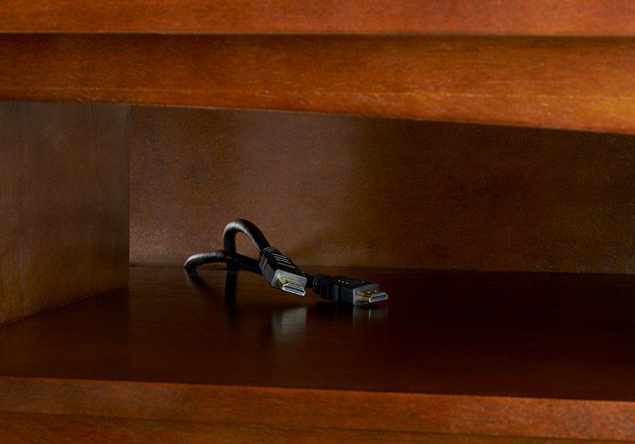 Compartiment pratique pour appareils électroniques avec système de gestion de câbles