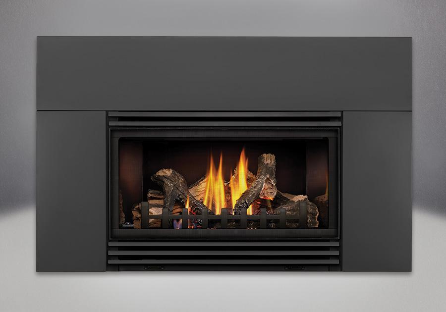 Bûches PHAZER<sup>®</sup>, panneaux réflecteurs radiants en porcelaine MIRO-FLAMME<sup>MD</sup>, contour de luxe offert en 9 po, persiennes - finis peint noir