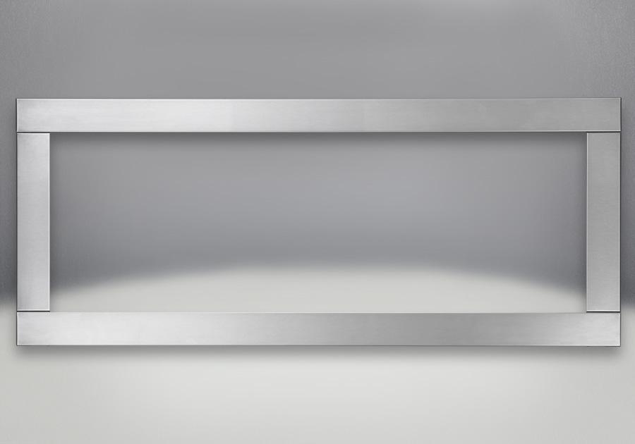 Moulure à quatre côtés, fini acier inoxydable brossé (optionnelle)