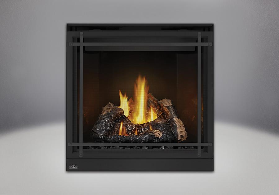 Bûches PHAZER<sup>®</sup>, panneaux réflecteurs radiants en porcelaine MIRO-FLAMME<sup>MD</sup>, façade classique noire avec des barres d'accent droites en fini noir et un écran de protection