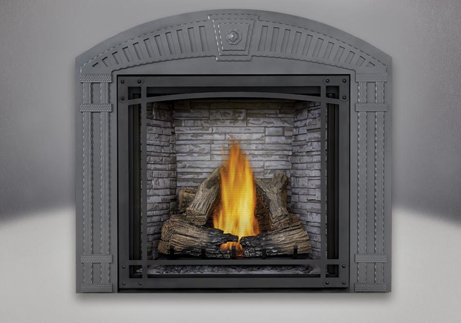 Bûches PHAZER<sup>®</sup>, panneaux simili-briques LEDGESTONE blanc antique, façade décorative arquée et écran de protection