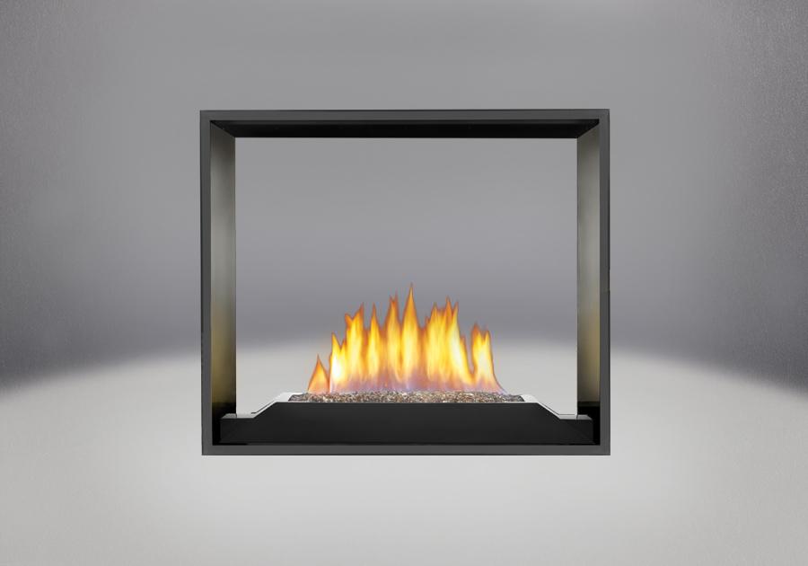 Brûleur avec braises de verre CRYSTALINE<sup>MD</sup> topaze, panneaux réflecteurs radiants en porcelaine MIRO-FLAMME<sup>MD</sup> et façade en fini peint noir